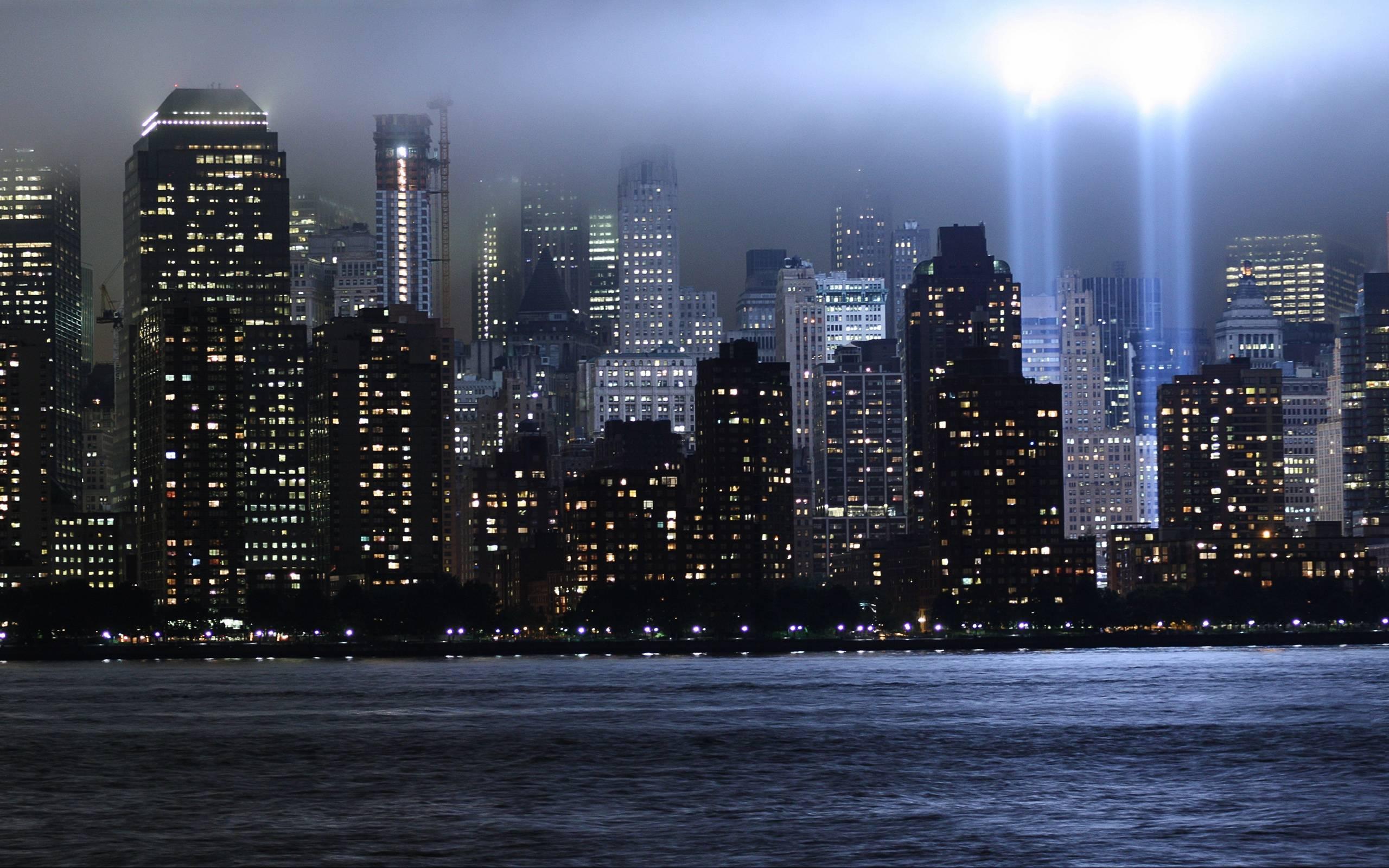vsemirnyy_torgovyy_centr_nyu_york_memorial_svet_neboskreby_luchi_2560x1600.jpg